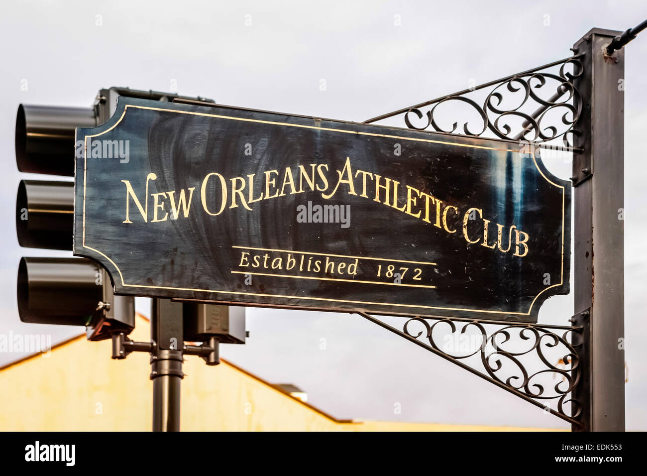 Segno di overhead al di fuori del New Orleans Athletic Club Foto Stock