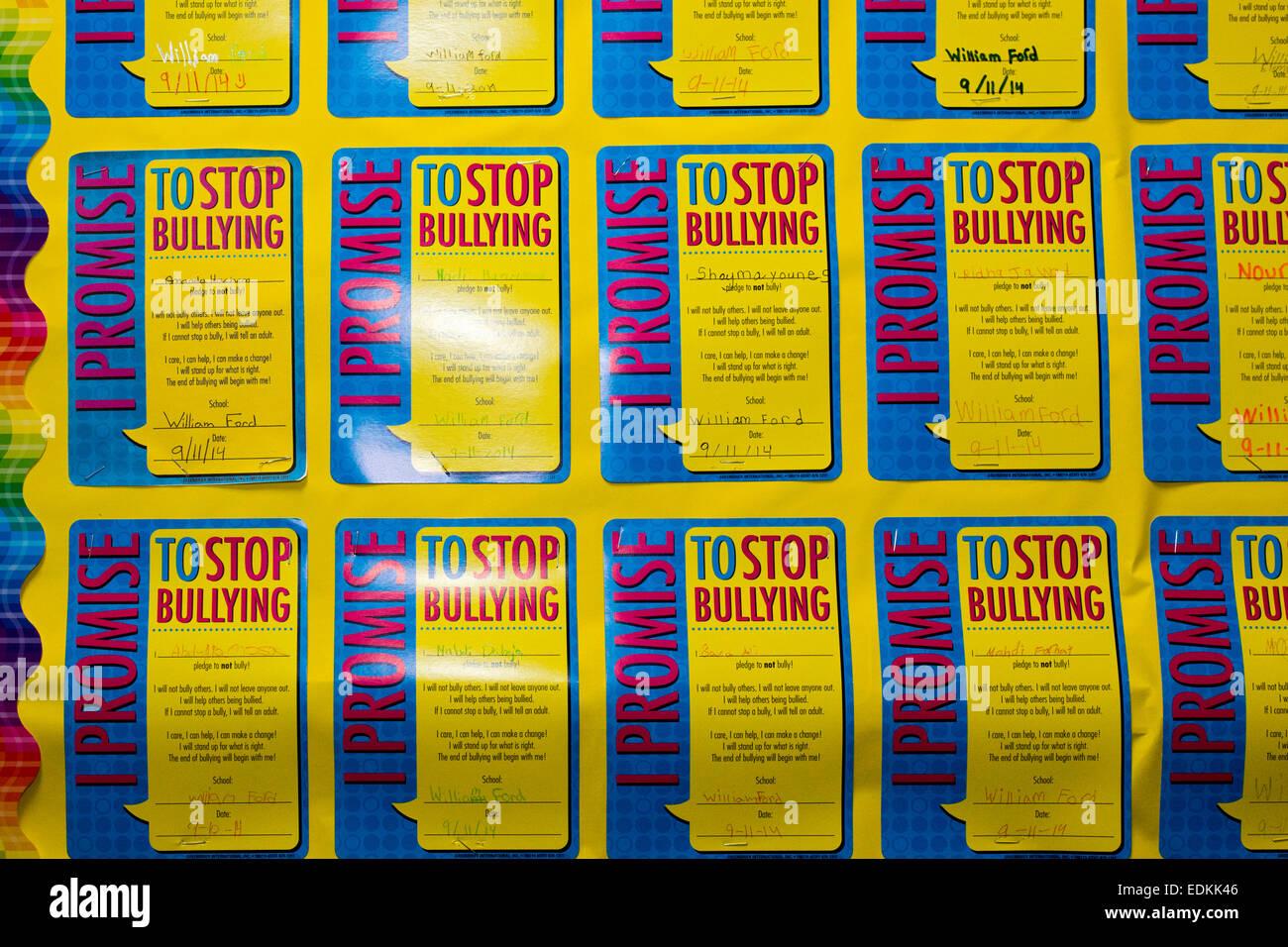 Dearborn, Michigan - Anti-bullismo promesse sulla parete a William Ford scuola elementare. Immagini Stock