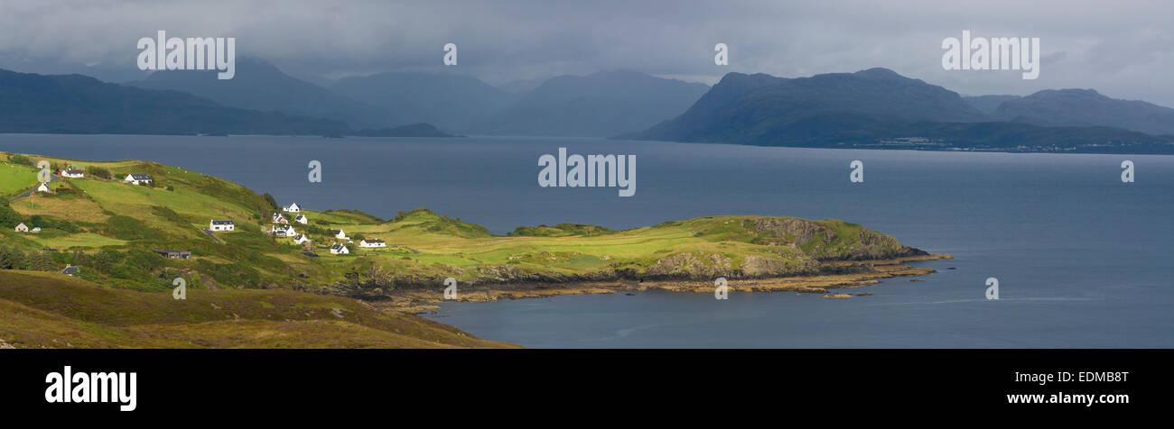 Case e villette dal suono di sleat isola di Skye Immagini Stock