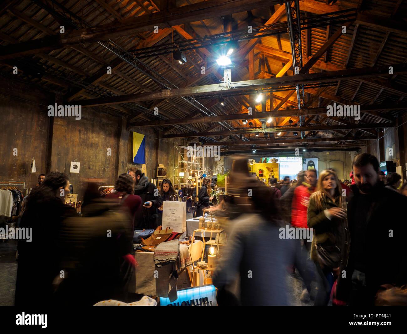 Palo Alto mercato su un vecchio edificio industriale nel quartiere Poblenou, Barcellona Spagna Foto Stock