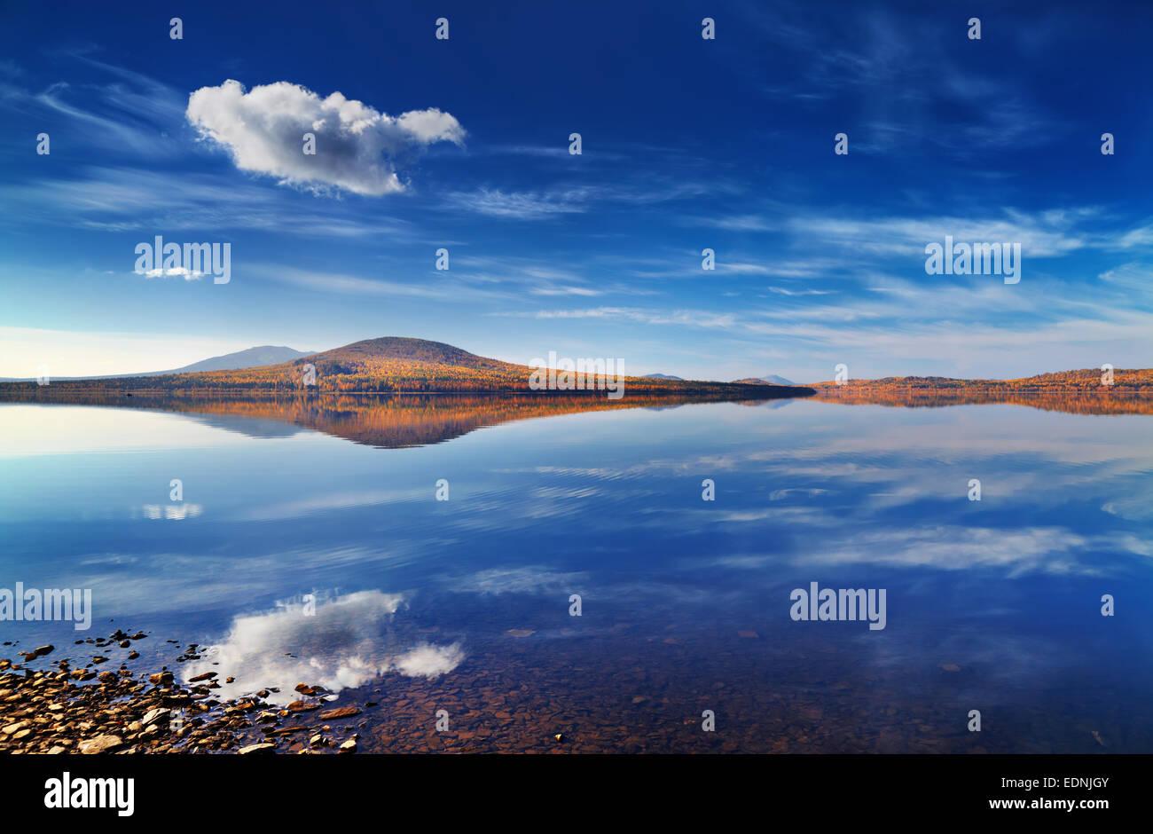 Lago Zuratkul nei monti Urali, Russia Immagini Stock
