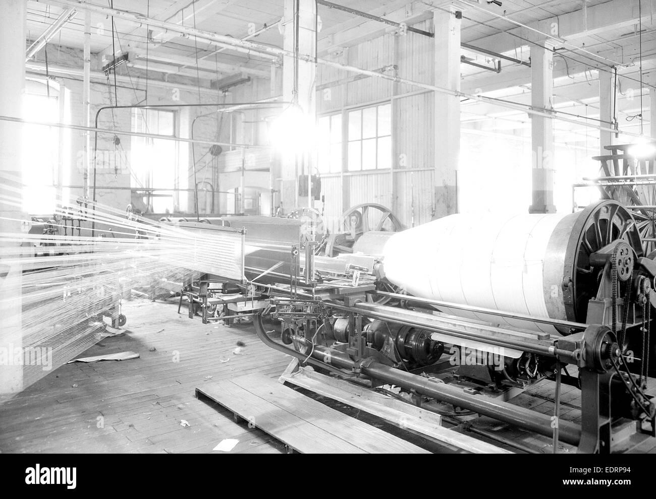 Paterson, New Jersey - Prodotti tessili. [Grande macchina tessile.], giugno 1937, Lewis Hine, 1874 - 1940, fu un Immagini Stock