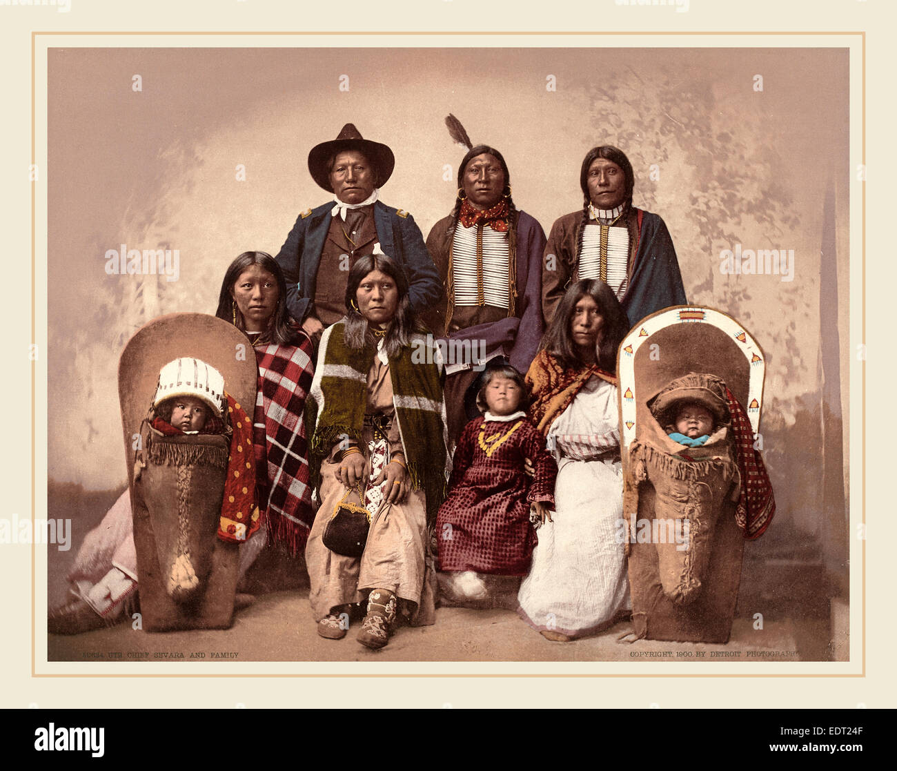American del XIX secolo (Detroit Photographic Co.), Ute Chief Sevara e famiglia, 1900, photochrom Immagini Stock