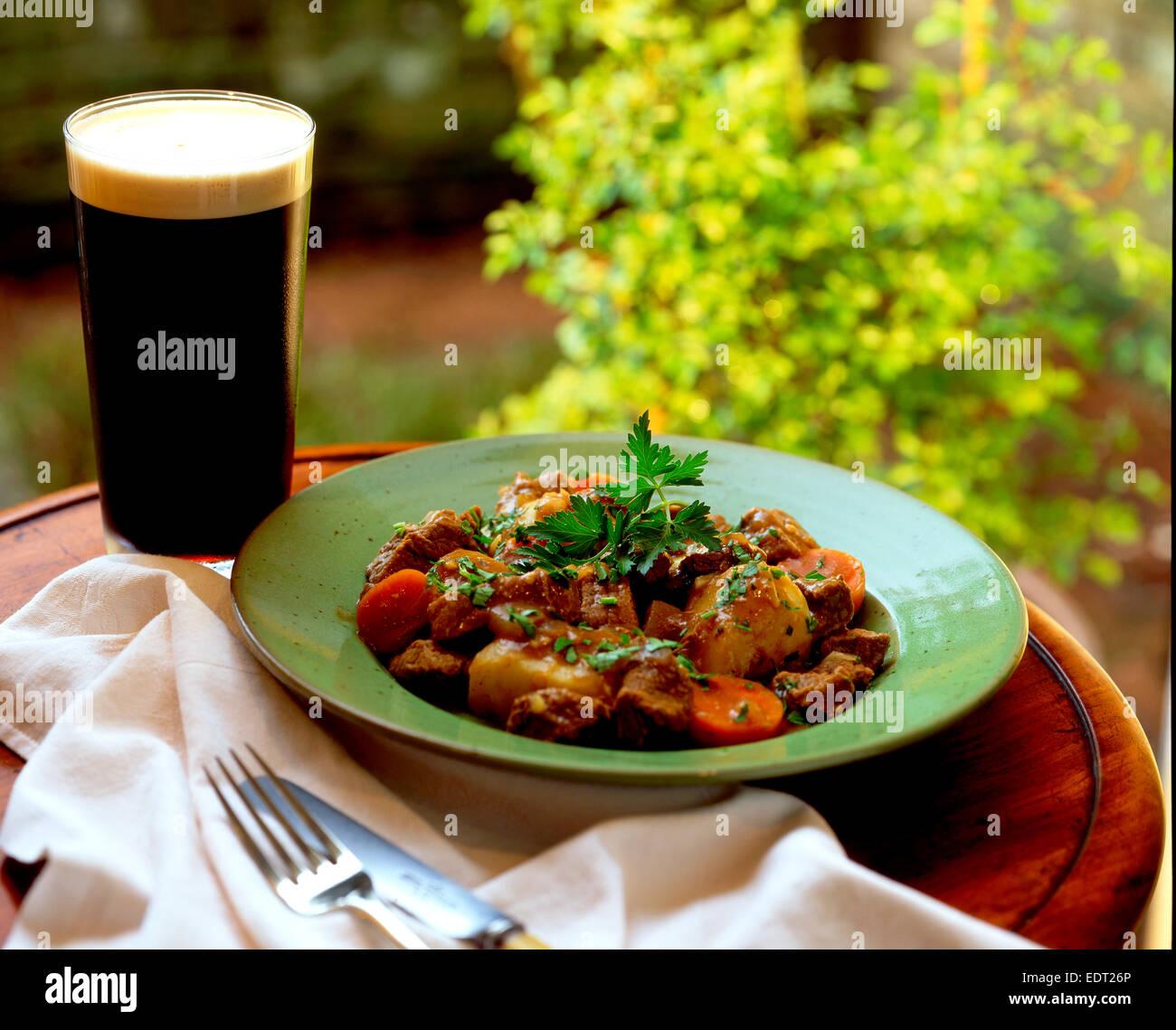 Stufato irlandese e Guinness Immagini Stock