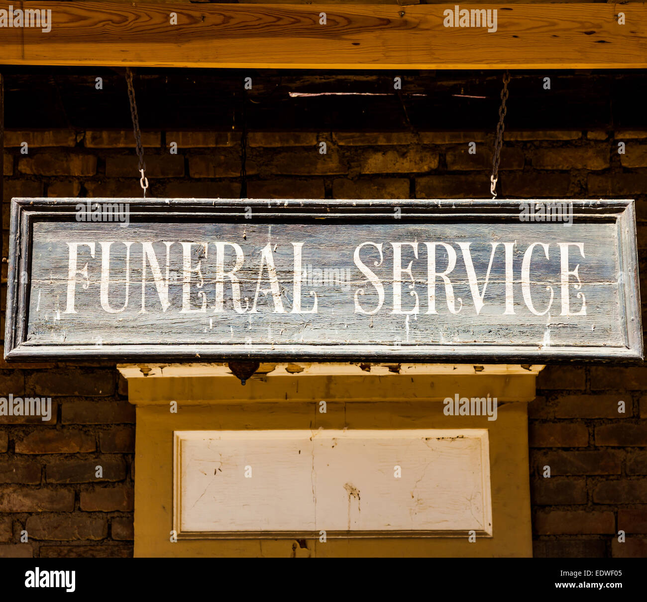 Vintage servizio funebre cartello fatta di legno. Buona per i concetti. Immagini Stock