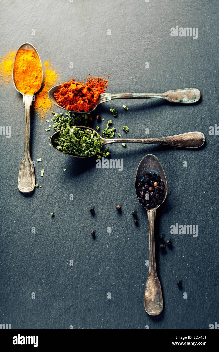 Erbe e spezie selezione di erbe e di spezie vecchi for Ardesia per cucinare