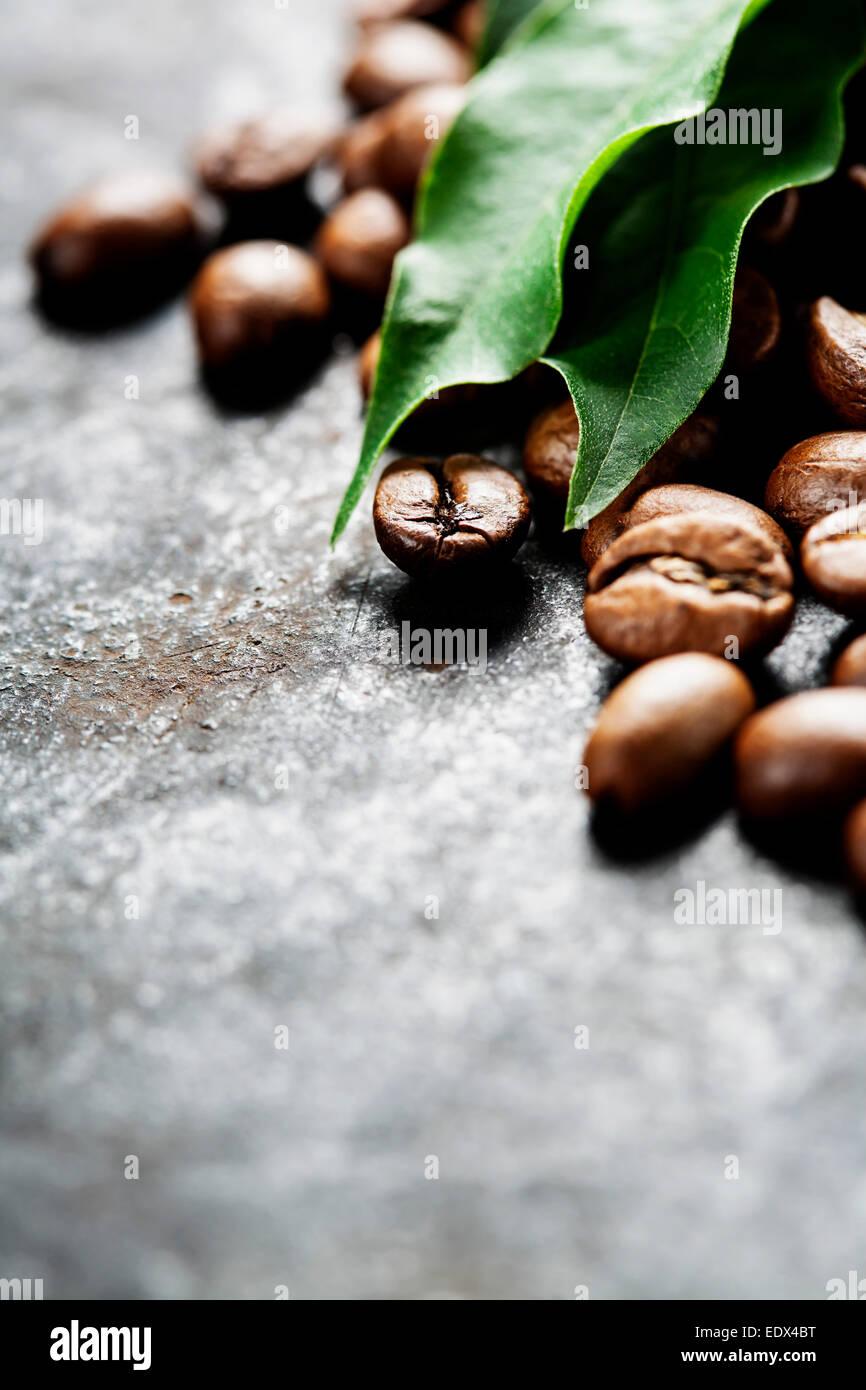 Caffè su grunge sfondo scuro Immagini Stock
