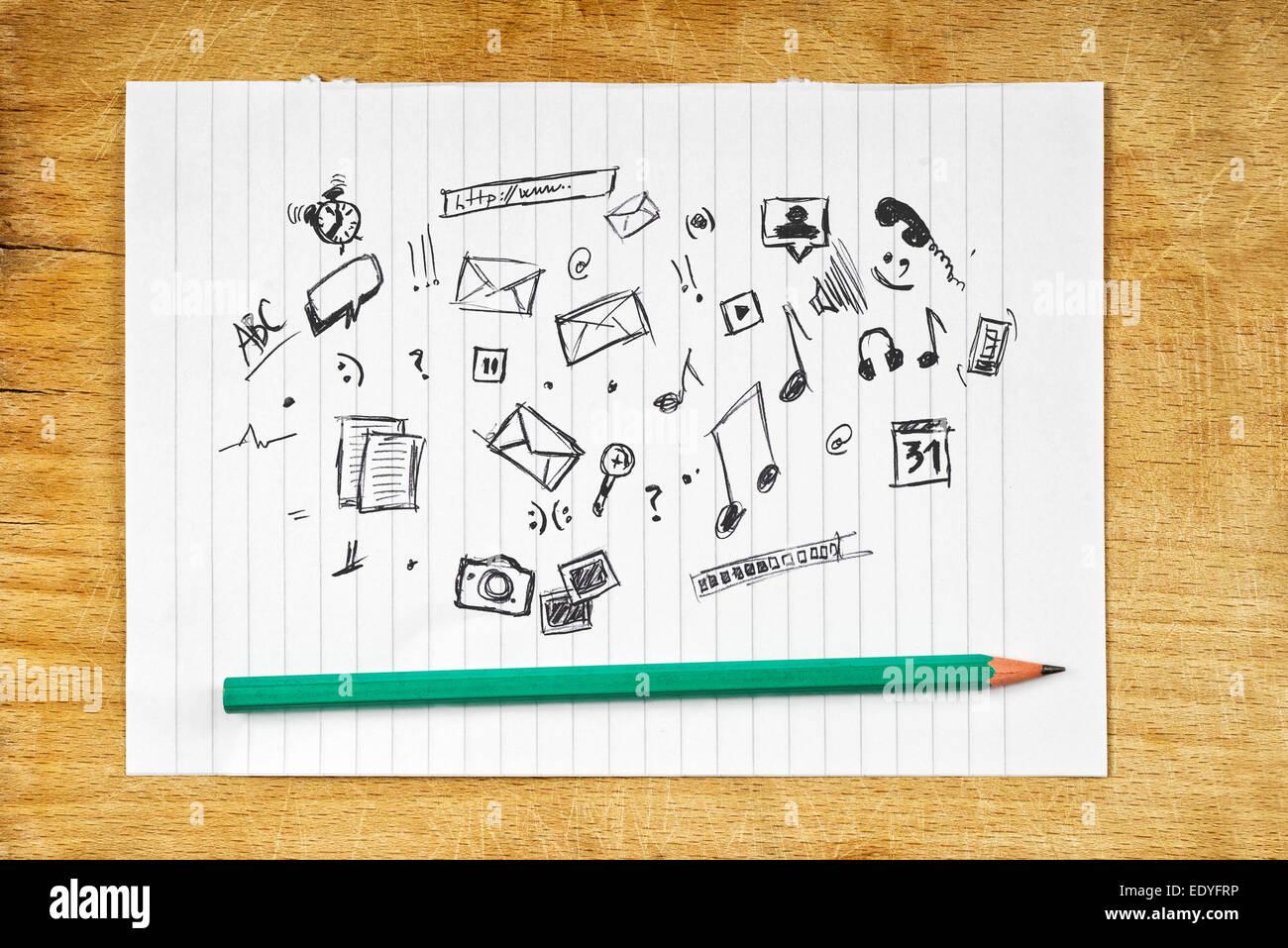 Doodle abbozzato Icone multimediali su carta con matita Immagini Stock