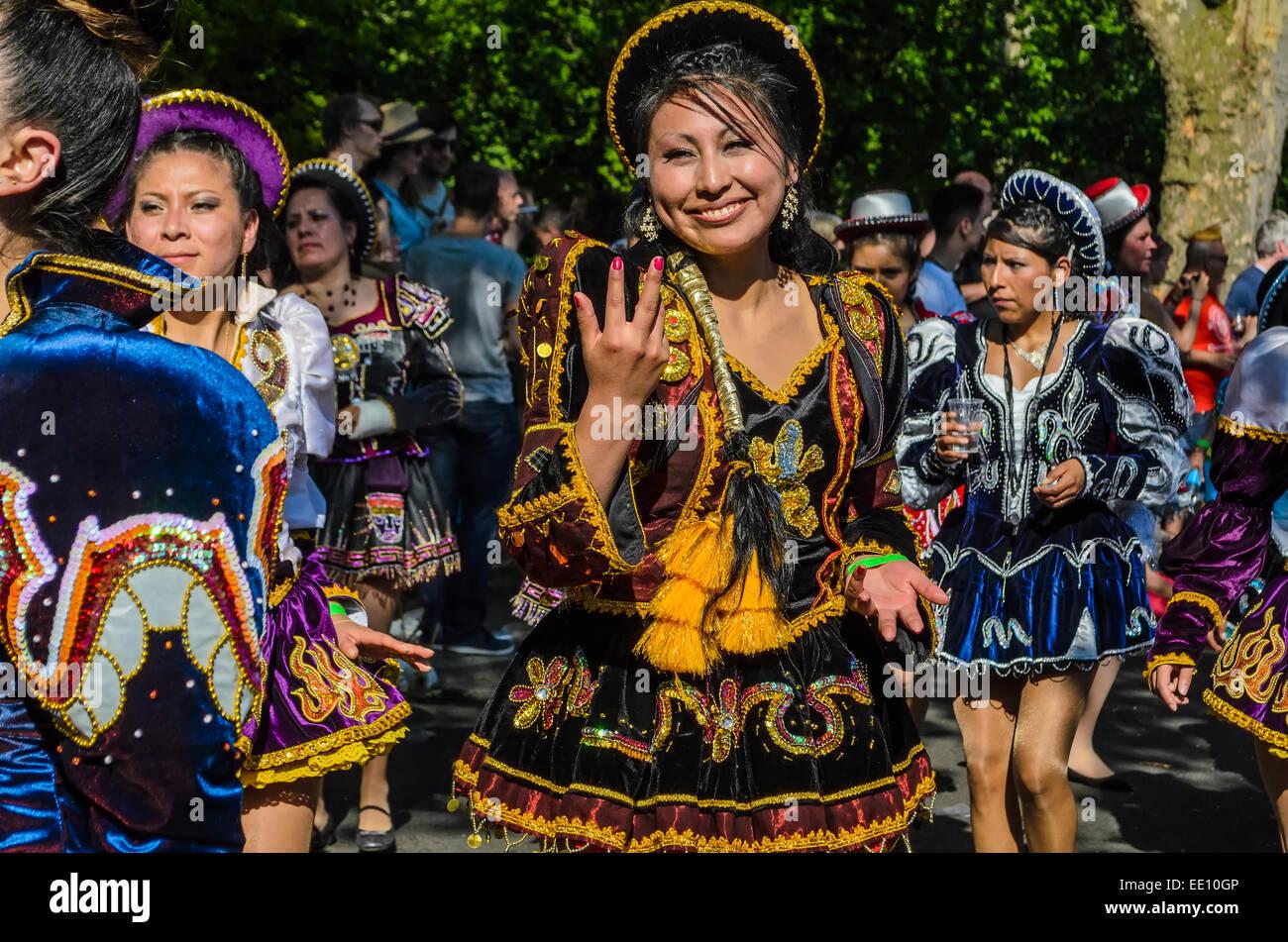 """Annuale street parade """"Carnevale di culture' attraverso Kreuzberg di Berlino, Germania Immagini Stock"""