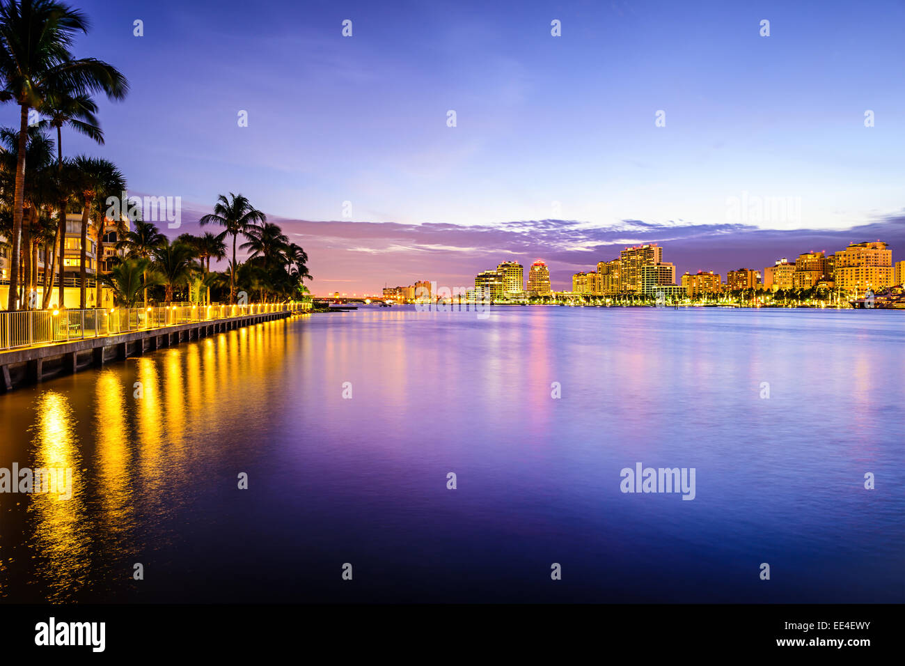 West Palm Beach, Florida cityscape sulla Intracoastal Waterway. Immagini Stock