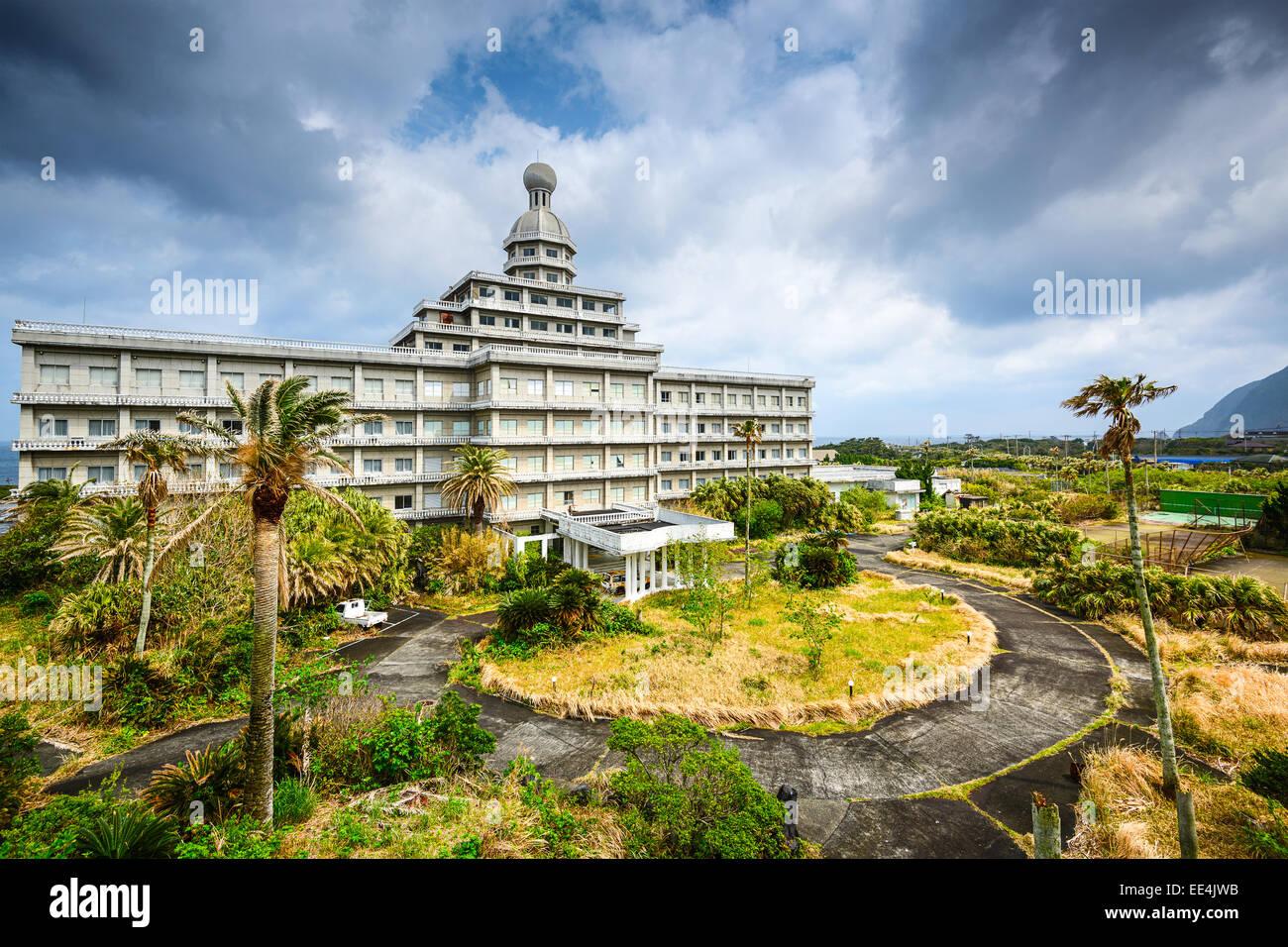 Hotel abbandonato edificio rovine sulla isola Hachijojima, Giappone. Immagini Stock