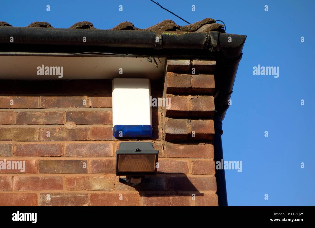 Casa box allarme e alogeno illuminazione di sicurezza su un lato
