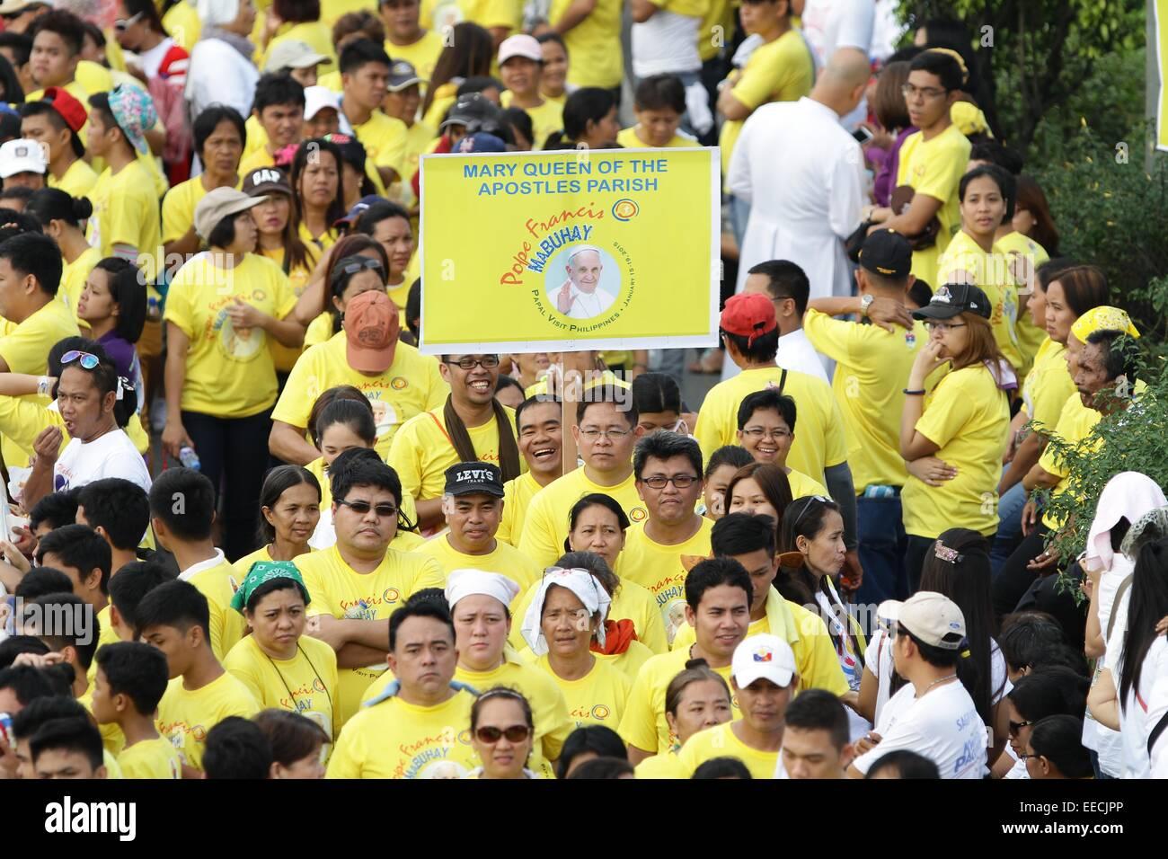 Manila, Filippine. Il 15 gennaio, 2015. La gente in attesa per l arrivo del Santo Padre Francesco in Baclaran. Il Immagini Stock