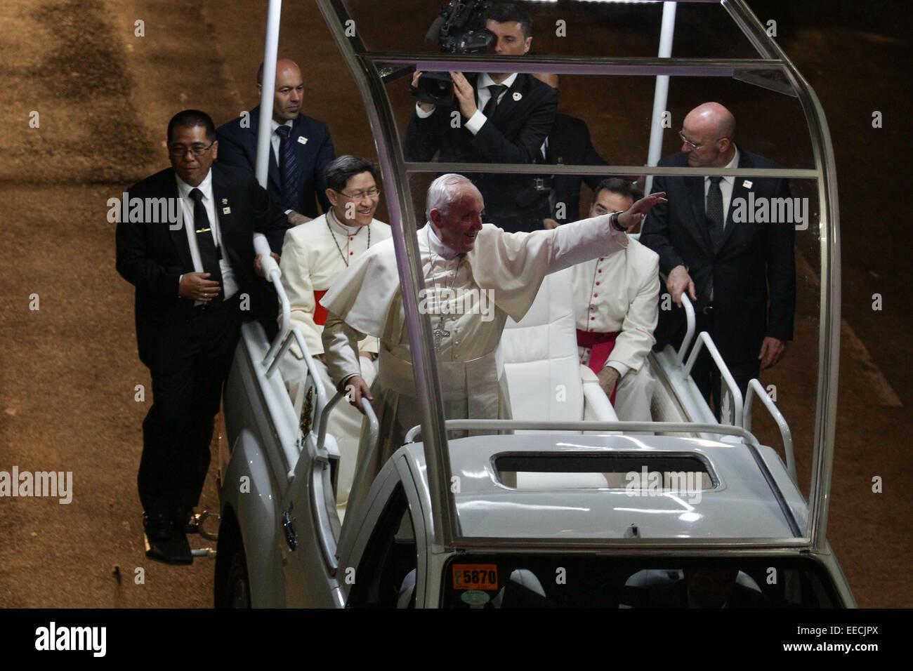 Manila, Filippine. Il 15 gennaio, 2015. Papa Francesco onde per la folla di Baclaran. Il Papa si è recato in Immagini Stock