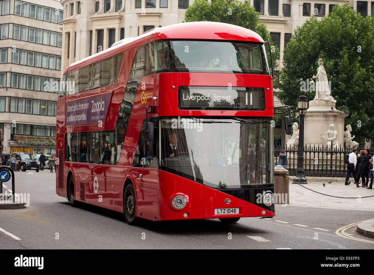Londra nuovi autobus Routemaster Immagini Stock