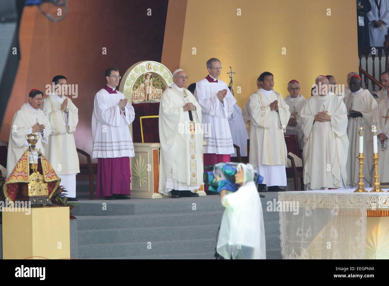 Manila, Filippine. 18 gennaio, 2018. Papa Francesco conduce la Messa di chiusura in Quirino Grandstand, Rizal Park Immagini Stock