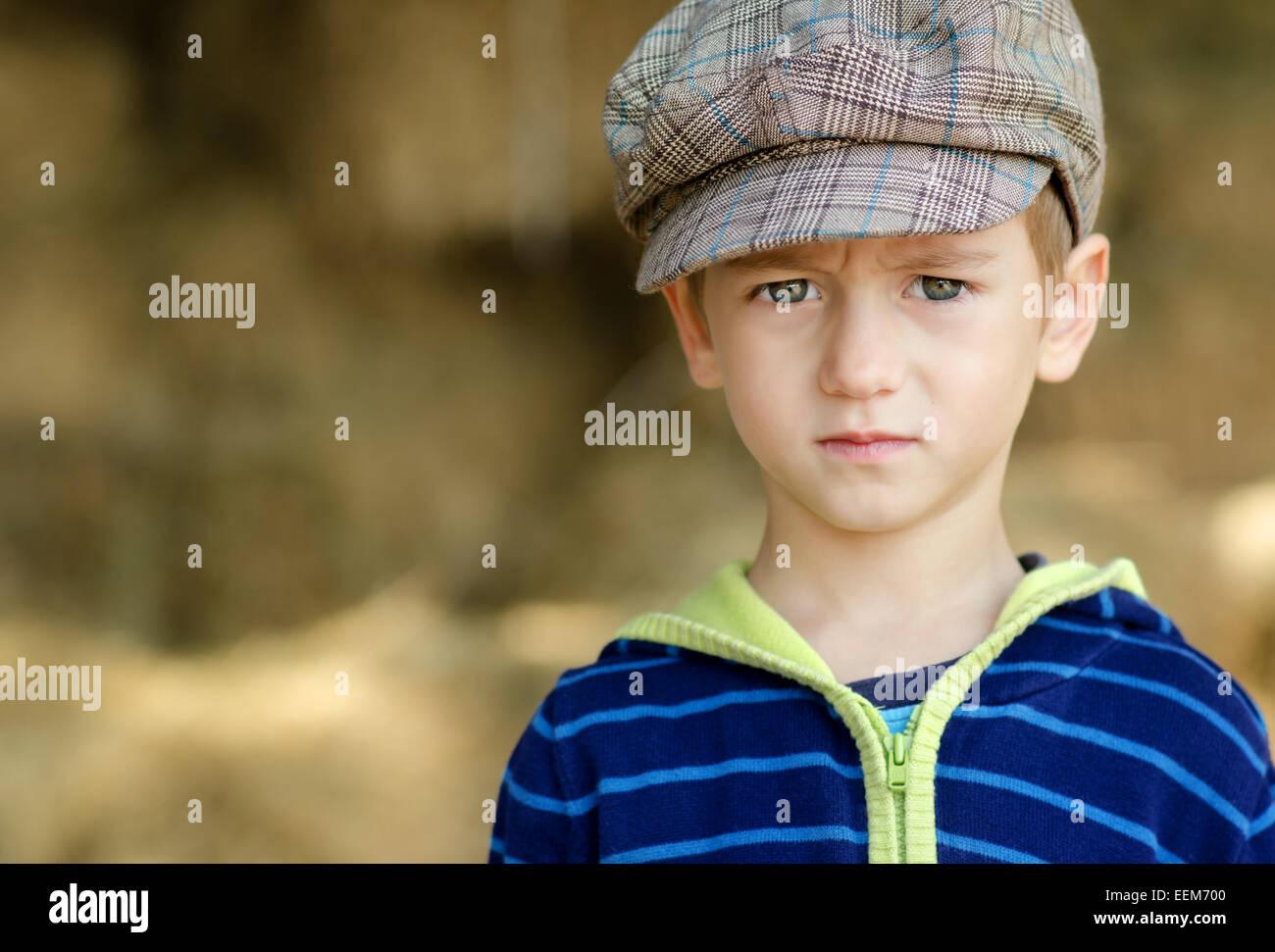 La Bulgaria, Ritratto di grave ragazzino (4-5) Immagini Stock