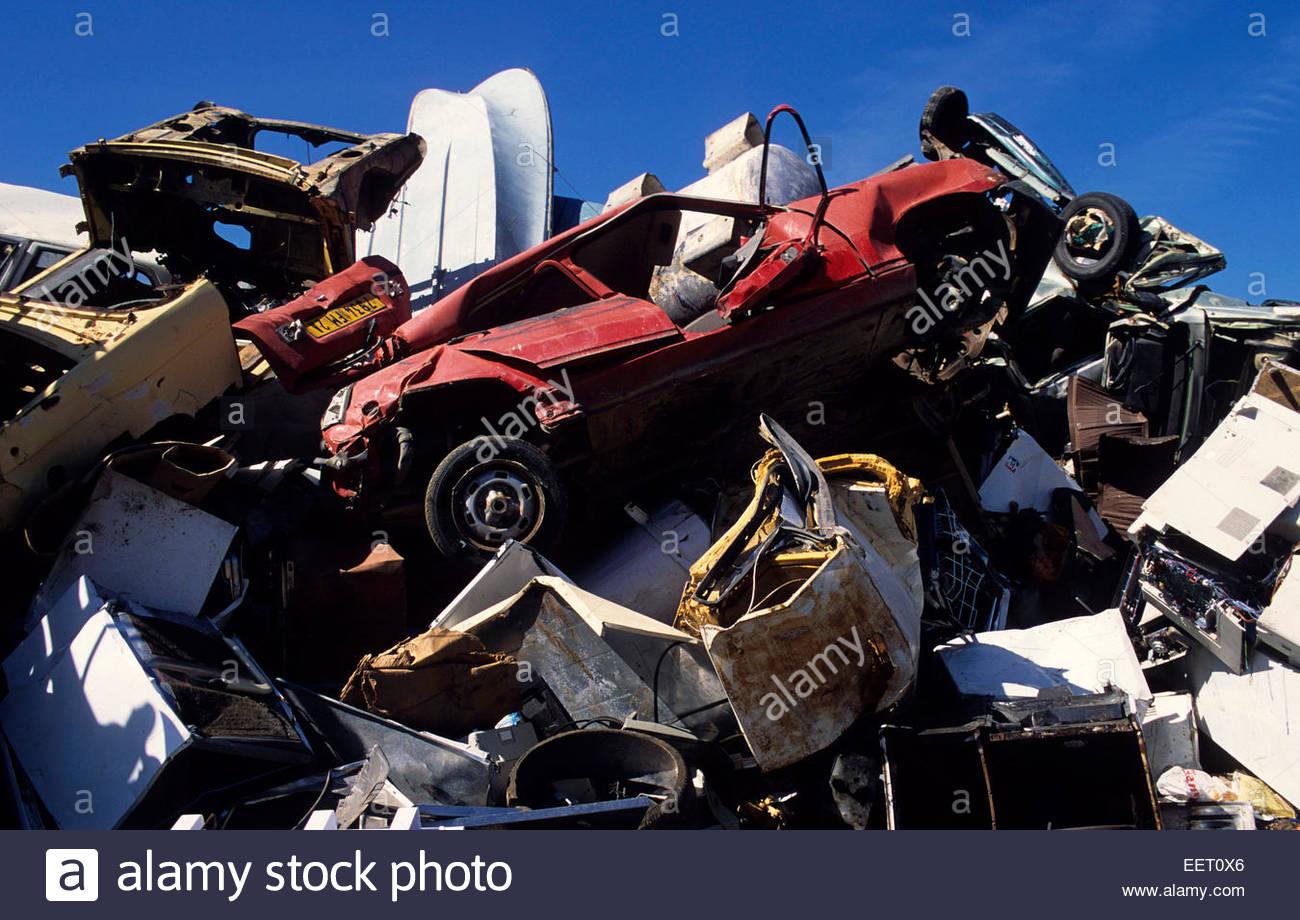 Riciclaggio delle automobili dump, Porto Vecchio, Corse-du-Sud, Francia. Immagini Stock