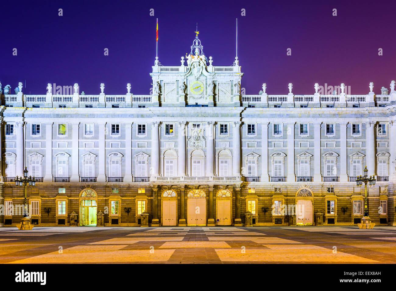 Madrid, Spagna presso il Palazzo Reale di notte. Foto Stock