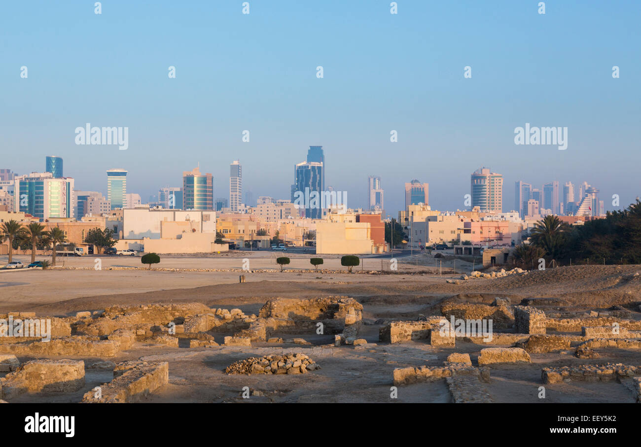 Rovine intorno al ricostruito Bahrain Fort vicino a Manama al Seef, Bahrain Immagini Stock