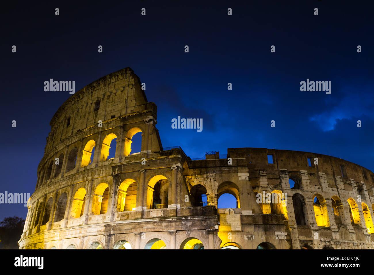 Thunderclouds oltre il Colosseo, Roma, Italia Immagini Stock