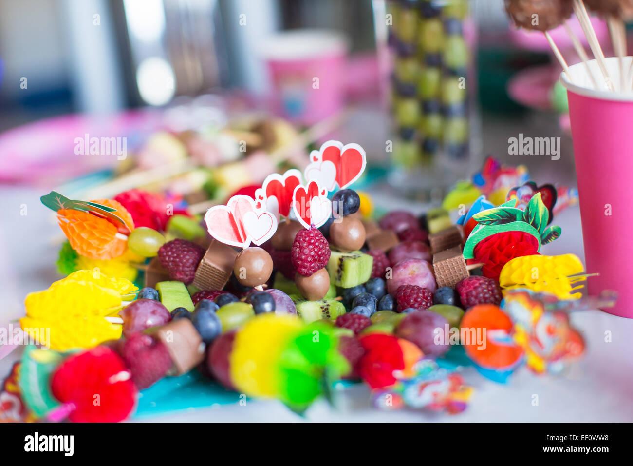 Tavolo Compleanno Bambini : Compleanno di bambini ripresa amatoriale  rm clip