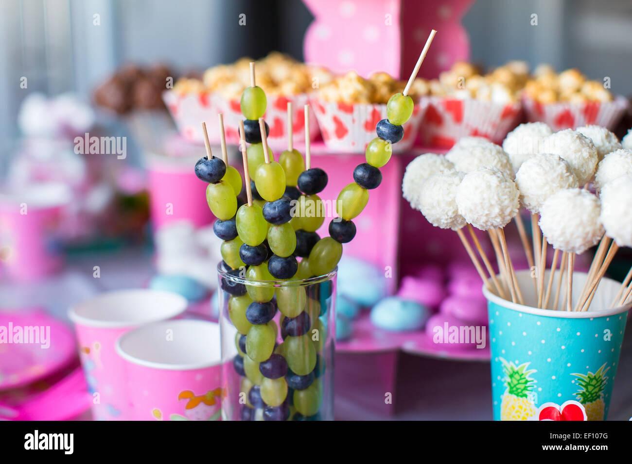 Tavolo Compleanno Bambina : Crostino di frutta cioccolato bianco torta pop e pop corn sul dolce