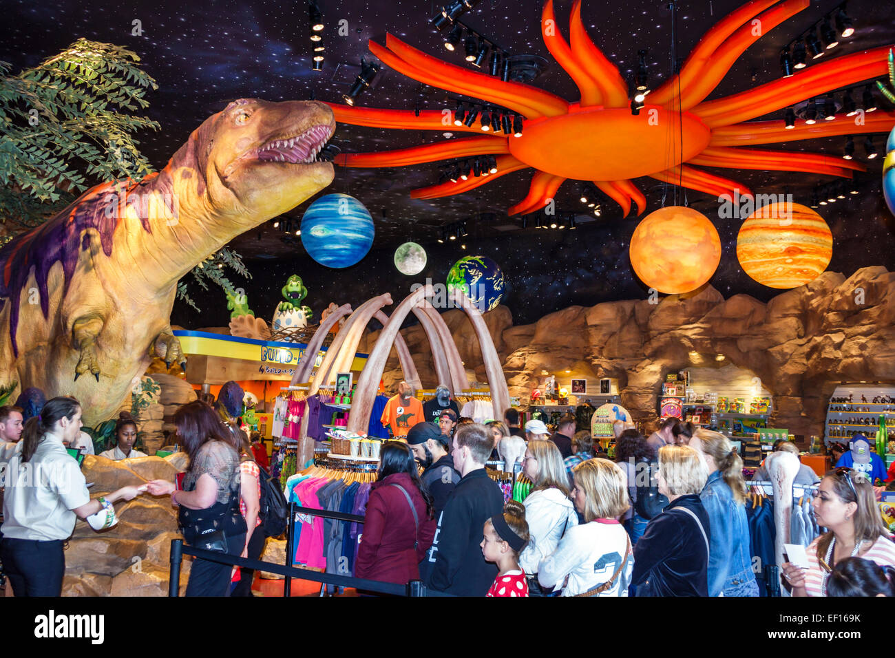 Orlando in Florida Lake Buena Vista Downtown Disney shopping intrattenimento pranzo T-Rex ristorante interno dinosauro Immagini Stock