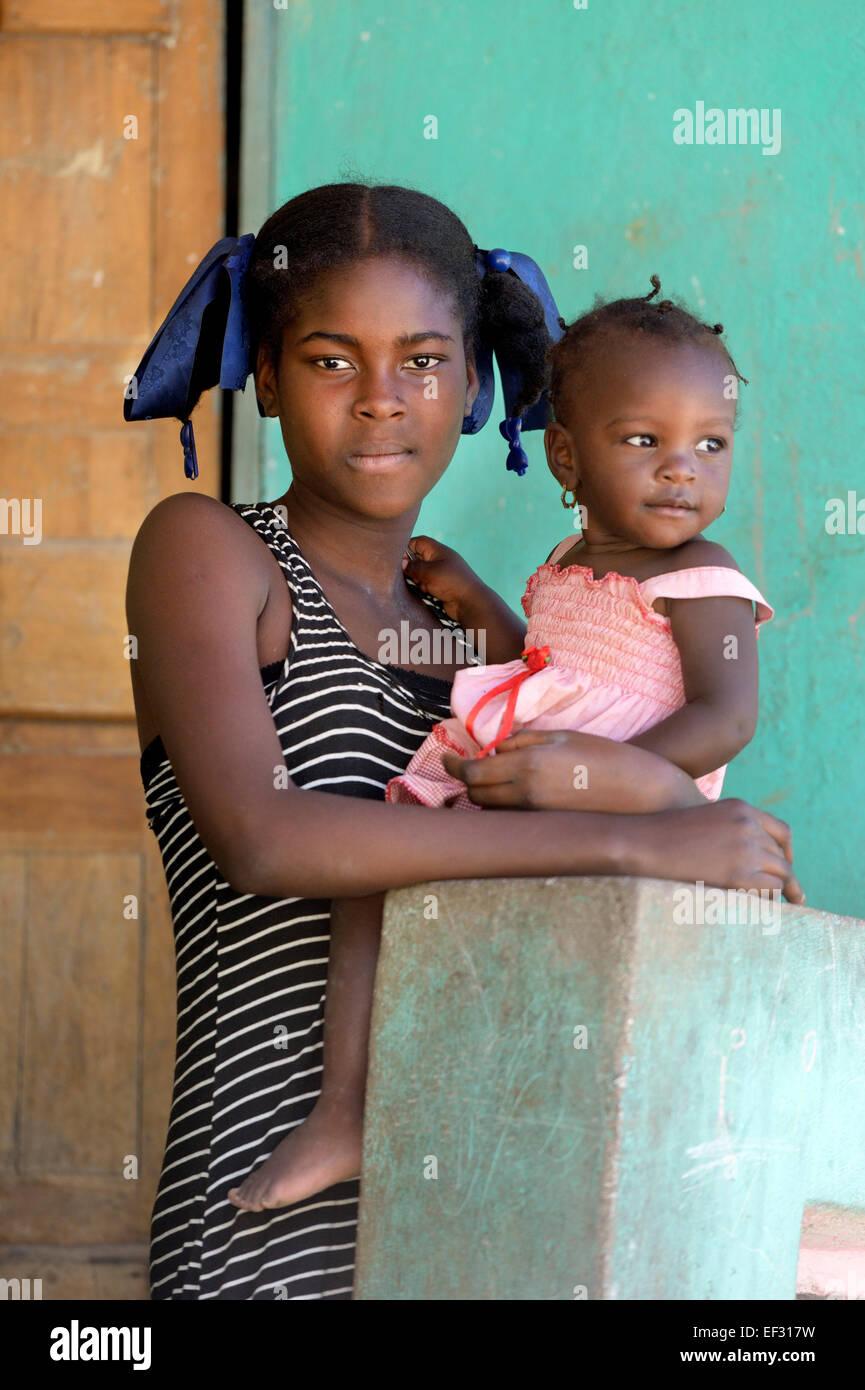 Due ragazze, La Vallee, Dipartimento Sud-Est, Haiti Immagini Stock