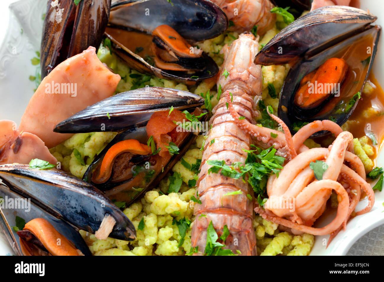 Piatti a base di frutti di mare e i Passatelli Immagini Stock