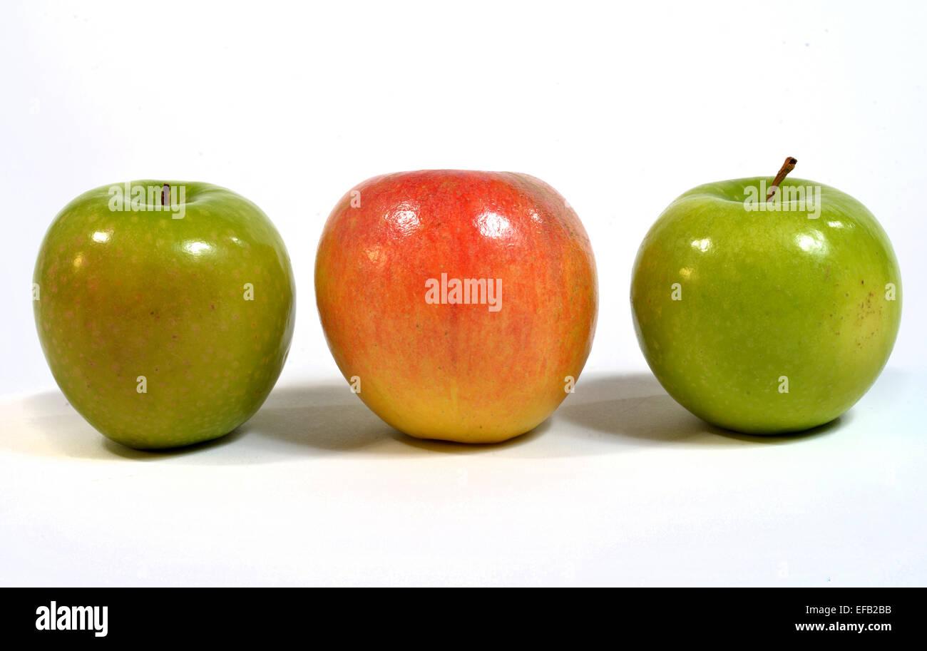 Tre mele su sfondo bianco Immagini Stock