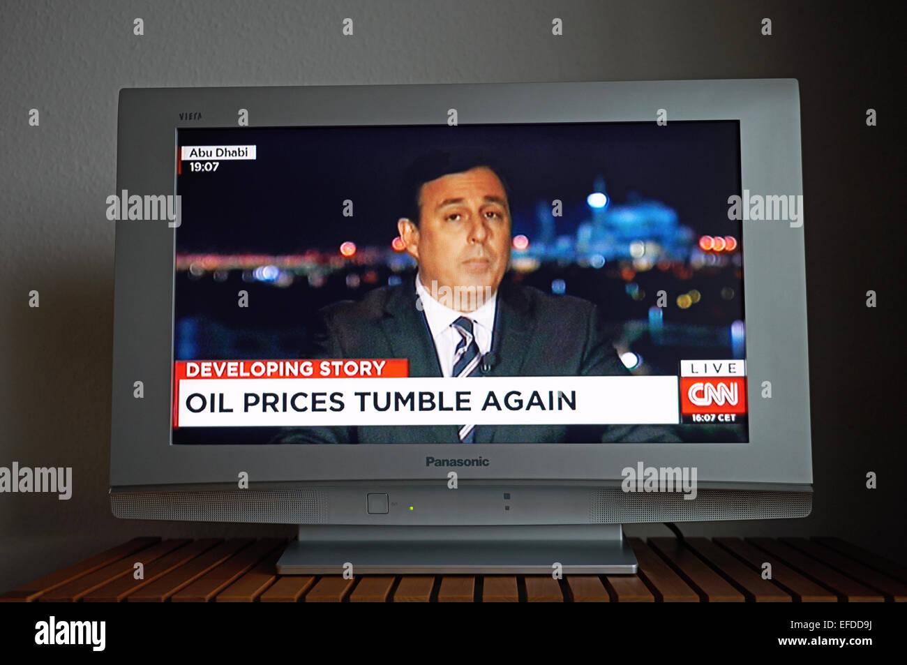 CNN live report da Abu Dhabi di caduta del prezzo del petrolio Immagini Stock