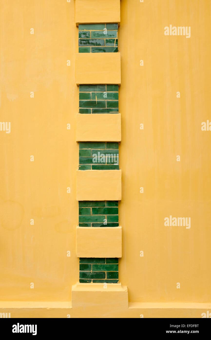 Muro di mattoni e palazzo presidenziale di Hanoi Vietnam Immagini Stock