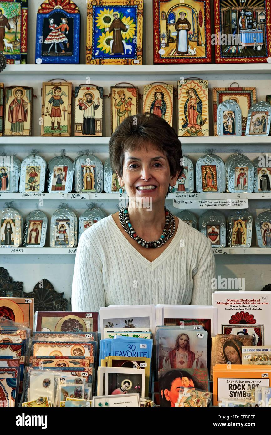 Vikki bal tejada e arte religiosa icone, el potrero trading post, chimayo, Nuovo Messico usa Immagini Stock