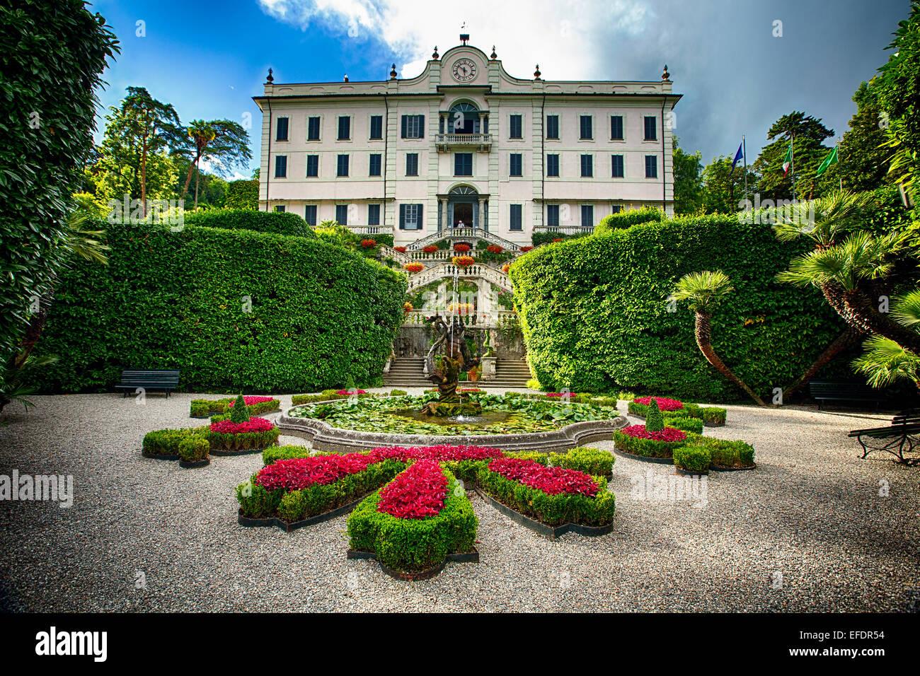 Villa immagini villa fotos stock alamy for Cabine spartiacque vista lago fontana