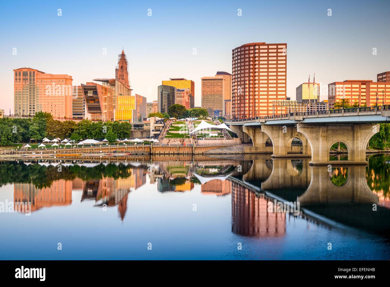 Hartford, Connecticut, Stati Uniti d'America downtown skyline della città sul fiume. Immagini Stock