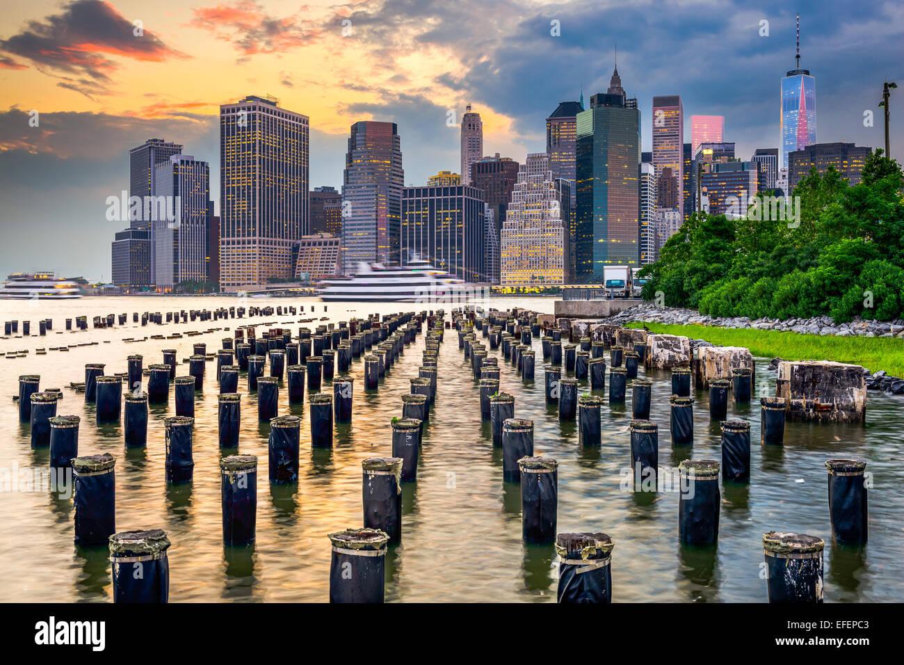 La città di New York, Stati Uniti d'America lo skyline della citta' sull'East River. Immagini Stock