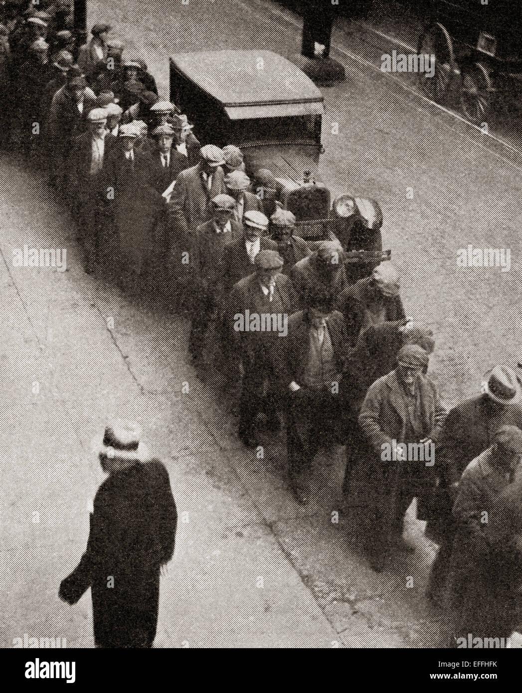 Una zuppa di linea presso il Bowery Mission, Manhattan, New York City, Stati Uniti d'America durante la Grande Immagini Stock