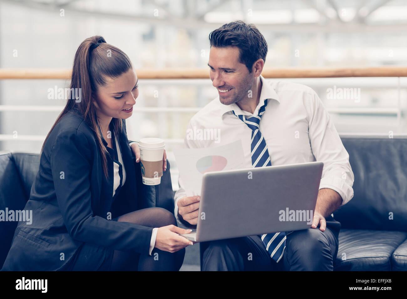 La gente di affari riunione presso l'ufficio Immagini Stock