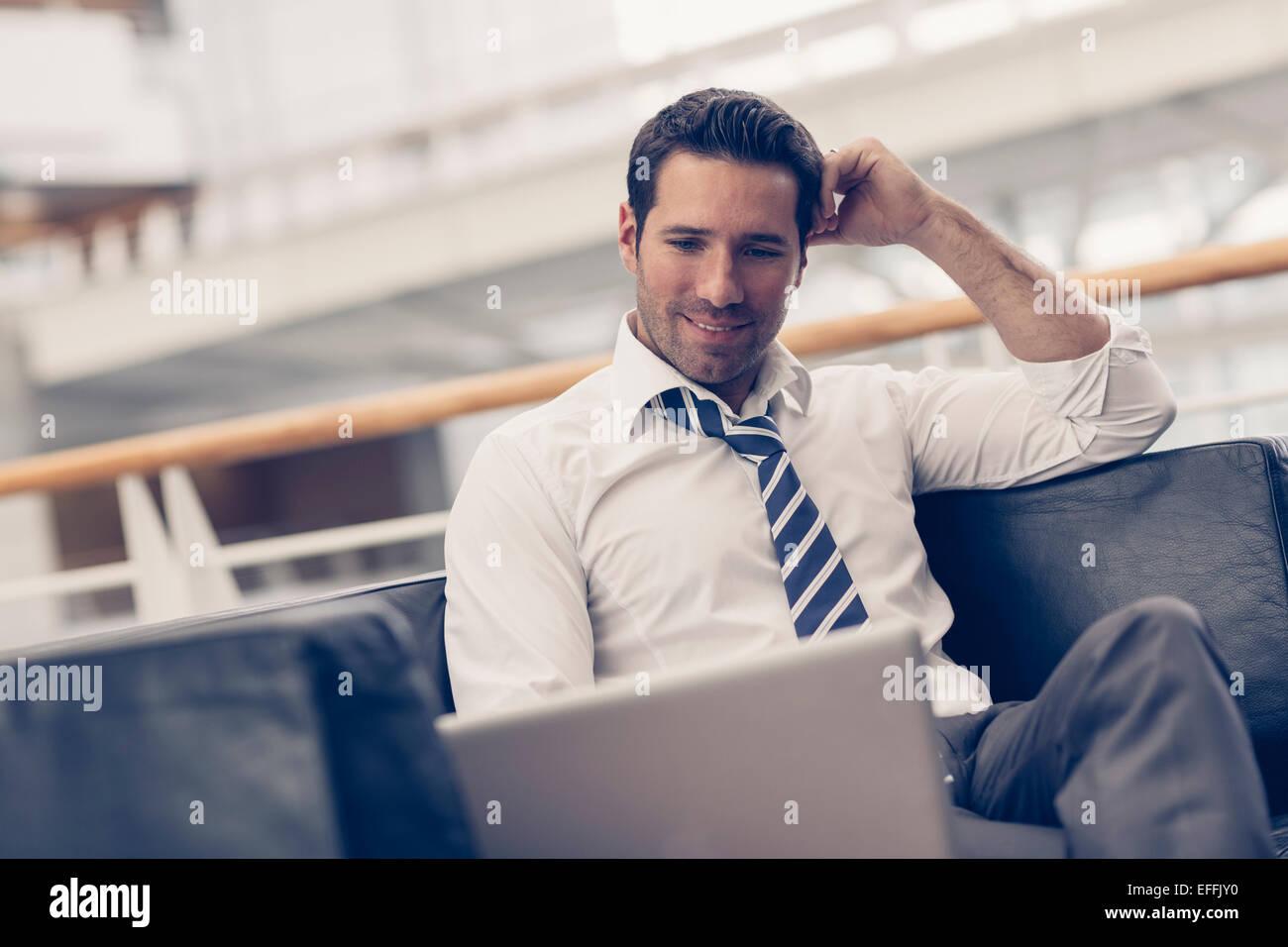 Ritratto di un uomo di affari rilassante Immagini Stock