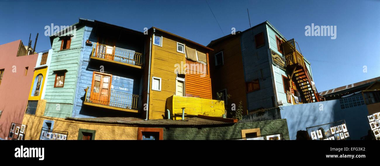 Facciate colorate in Caminito street, a La Boca Neighborhood. Buenos Aires. Immagini Stock