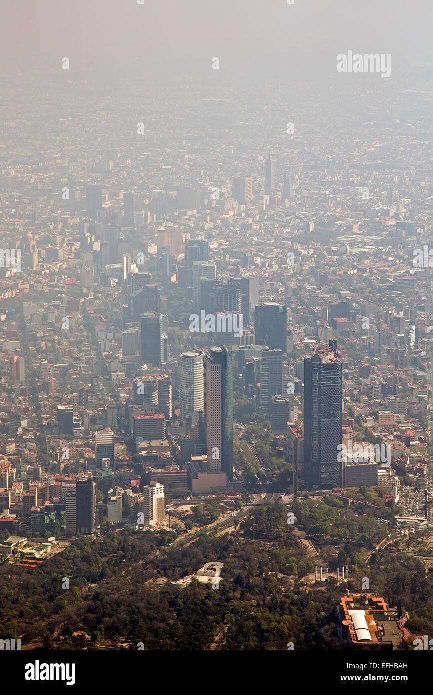 Città del Messico - Inquinamento atmosferico tagli la visibilità in Città del Messico. Immagini Stock