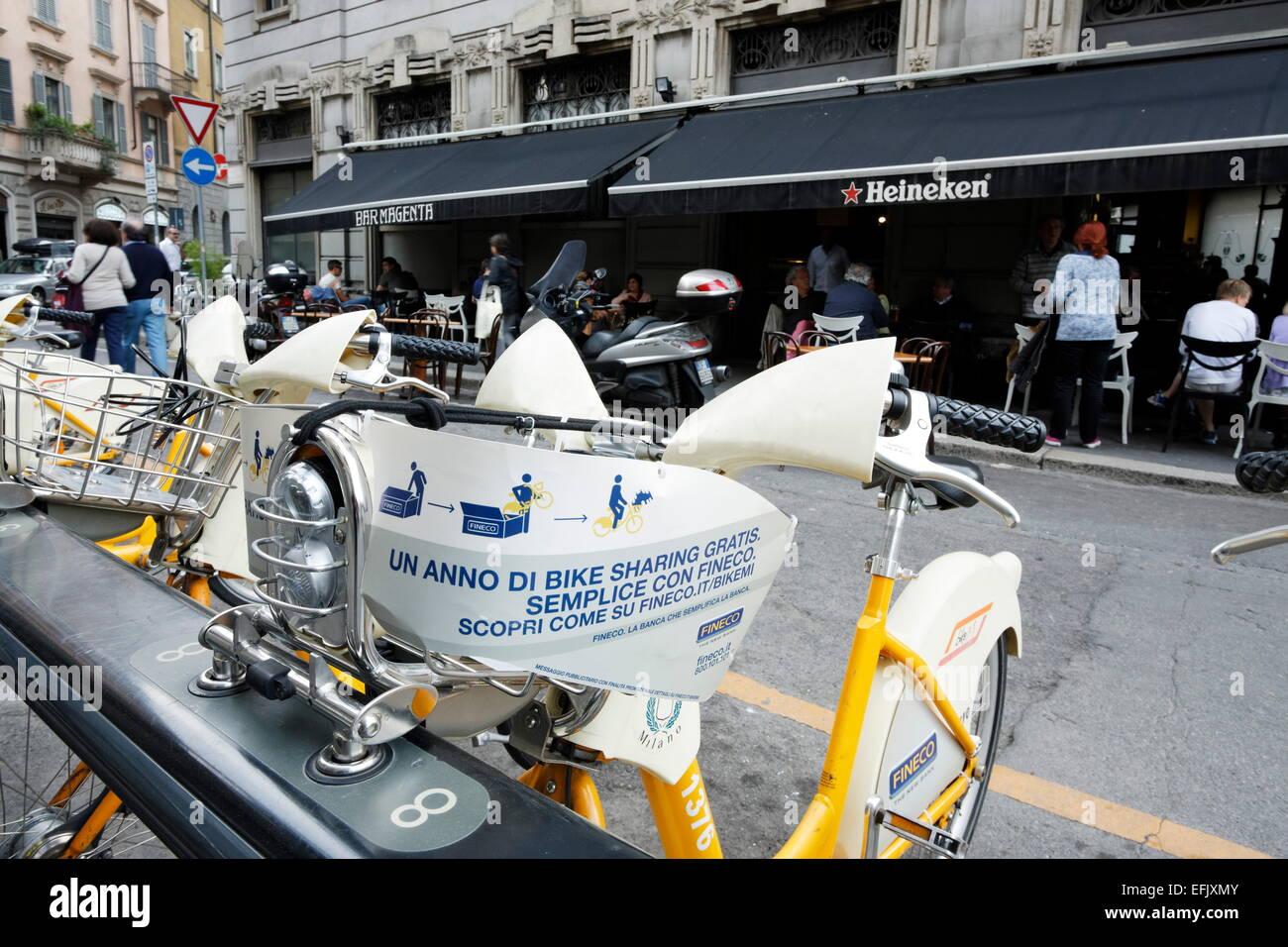 Biciclette a disposizione per il noleggio, Milano, Lombardia, Italia Immagini Stock
