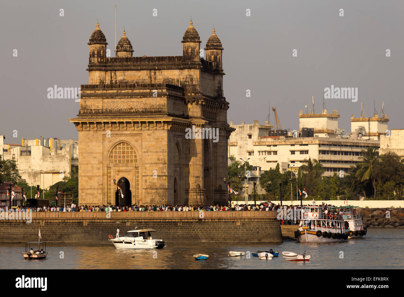 India Maharashtra, Mumbai, Gateway of India e del porto Immagini Stock