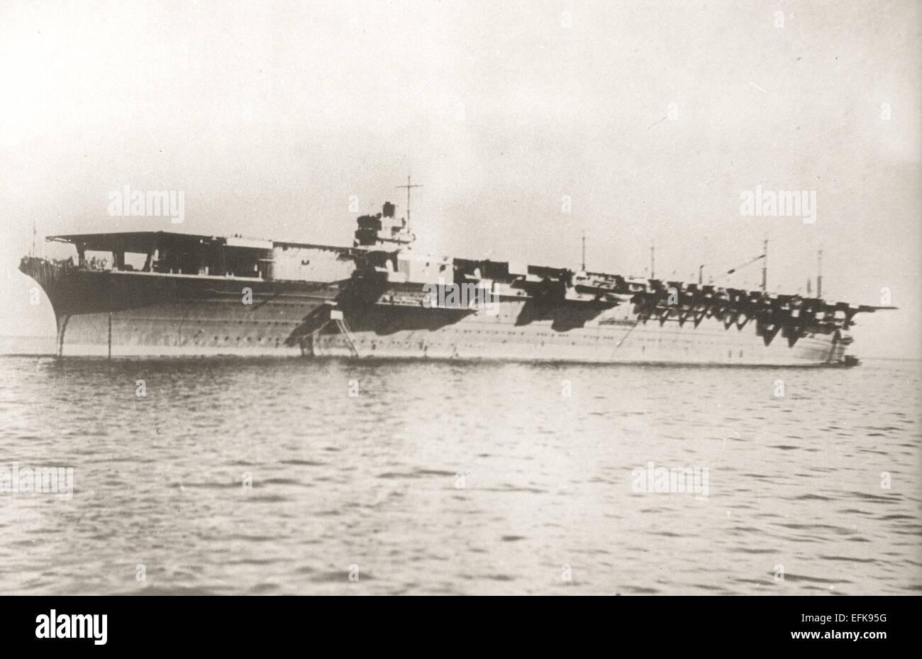 Zuikaku, uno dei 2 Shōkaku-class portaerei costruito per l'Imperial marina giapponese ha completato nel 1941 e in grado di trasportare 70-80 aeromobili. Parte del giapponese carrier 5a Divisione, ha preso parte all'attacco di Pearl Harbor e numerosi altri prima di essere affondato da un attacco aereo nella battaglia di Leyte Golfo il 25 ottobre 1944. Foto Stock