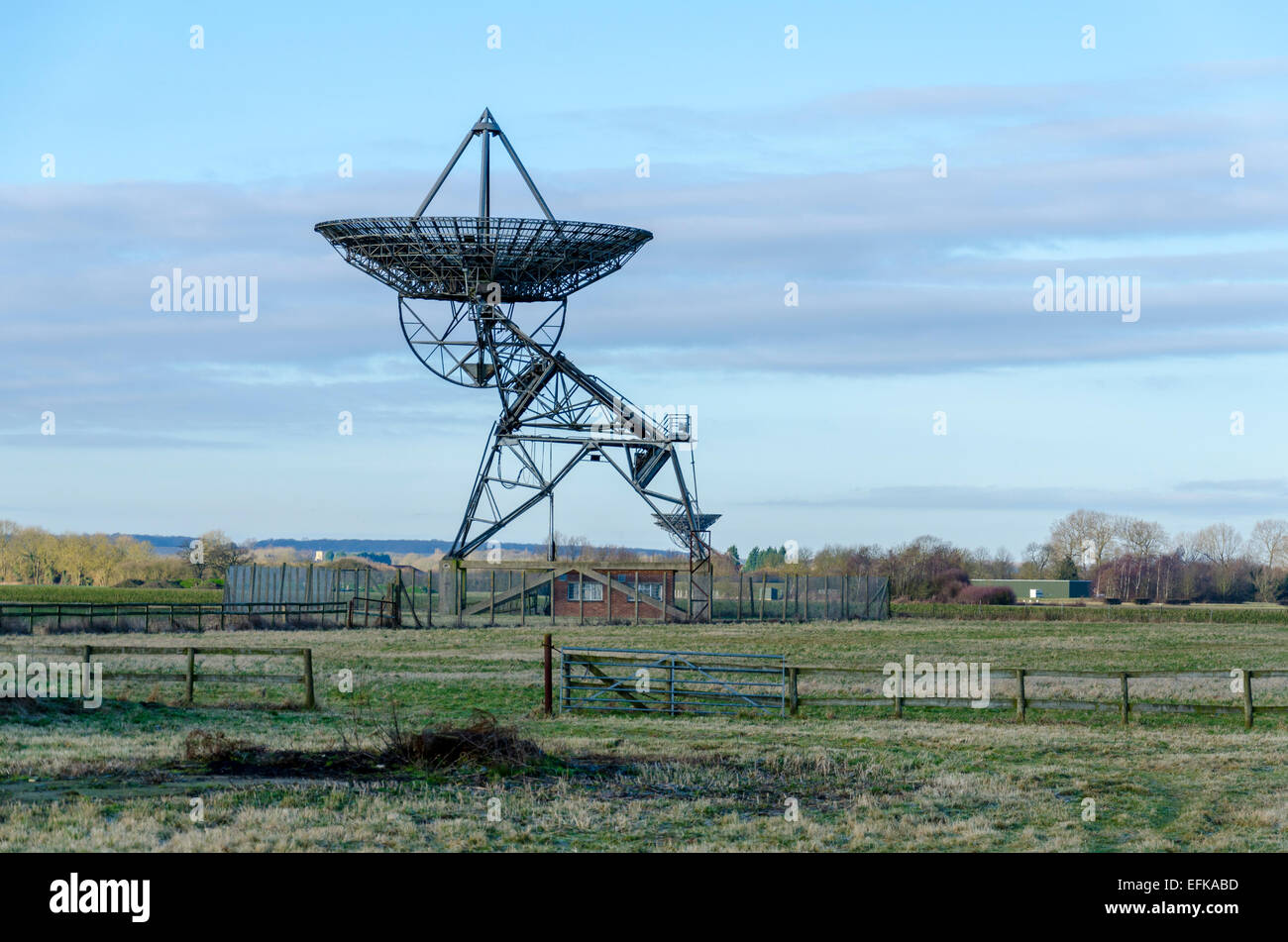 Una antenna di One-Mile telescopio al Mullard Radio Astronomy Observatory radio telescopi, Cambridge Immagini Stock