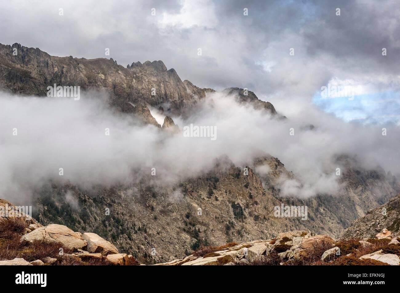 Montagne de la Restonica Haute Corse vue du Lac de Nino en automne Haute Corse Francia 2B Immagini Stock
