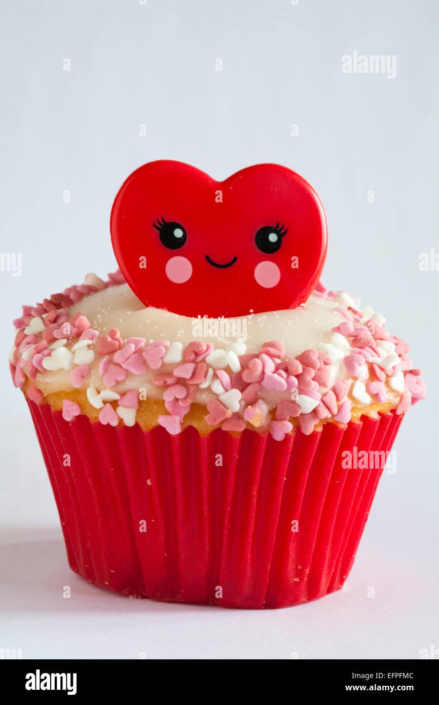 Valentino anello rosso cupcake isolati su sfondo bianco - ideale per il giorno di San Valentino, il giorno di san valentino Foto Stock