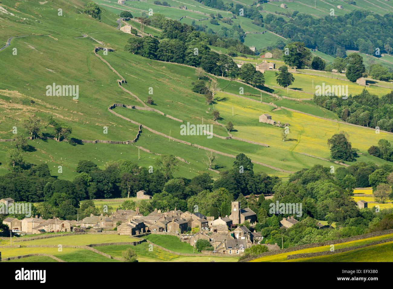 Villaggio di Muker in Swaledale, inizio estate. Yorkshire Dales National Park, Regno Unito Immagini Stock