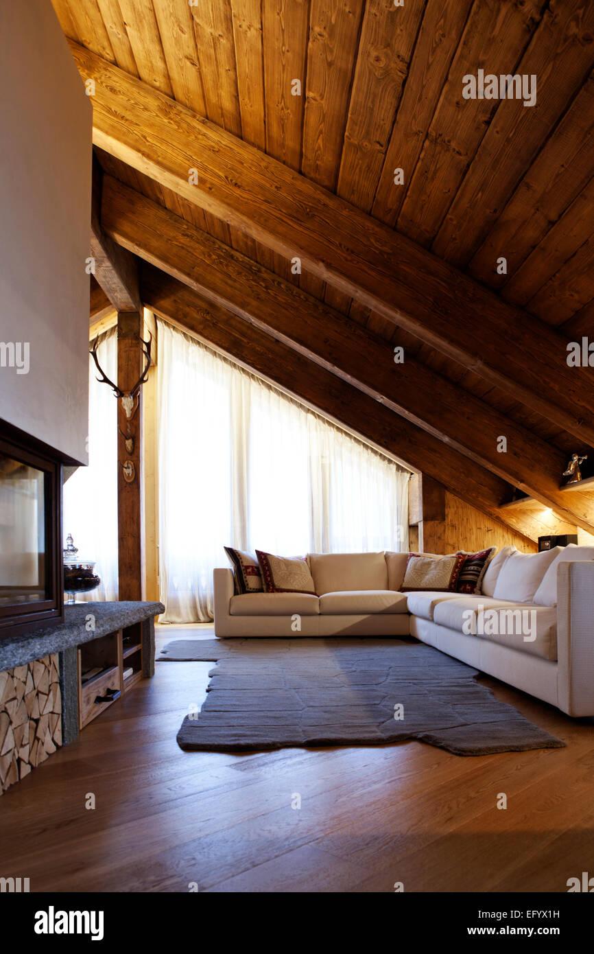 Prestigioso hotel di lusso Alpine soggiorno con moderno angolo ...